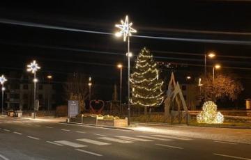 Accese le luminarie natalizie a Ponte di Legno
