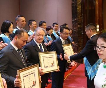 Ponte di Legno: premiati in Cina per l'attività turistica Andrea e Marco Bulferetti