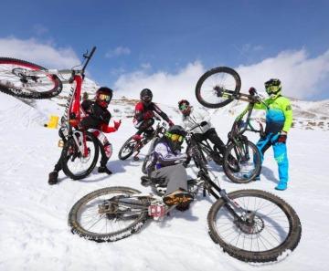 Lorenzo Ballarini trionfa alla settima edizione de LA Winter Downhill