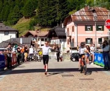 L'atleta Davide Magnini stabilisce il nuovo record da Vermiglio a Cima Presanella