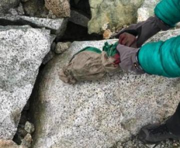 Presena: trovati alcuni resti umani avvolti in una bandiera italiana